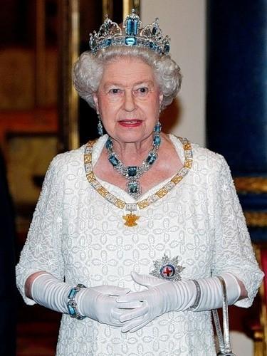 aqumarine-jewelry-queen-elizabeth